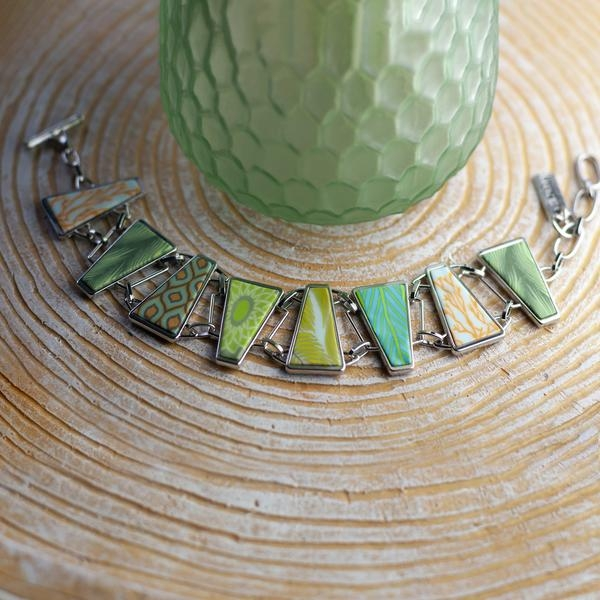 GREEN BOTANICAL TRIANGLE LINKED BRACELET